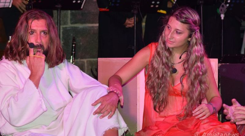 """Ettore e Beatrice Caterino, in una scena di """"Opera Live - Jesus Christ Superstar"""""""